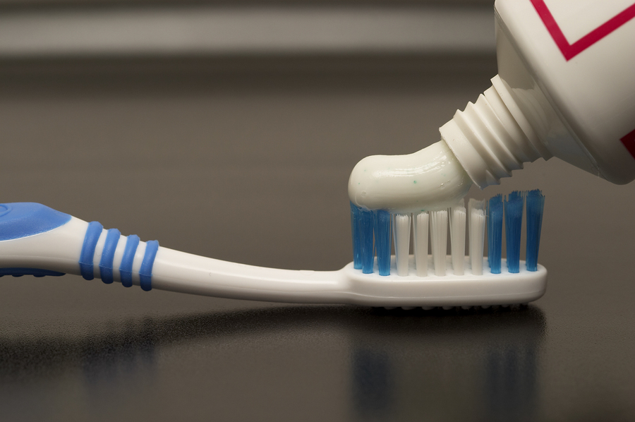 Is whitening toothpaste effective?